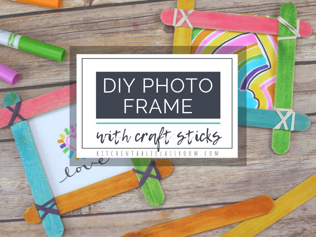 This photo frame craft uses simple craft sticks and rubber bands to make a gift worthy DIY picture frame! #pictureframe #craftsforkids #DIYframe